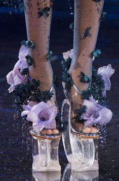 Guo Pei Spring 2018 Couture Fashion Show Details - The Impression Dr Shoes, Sock Shoes, Me Too Shoes, Shoe Boots, Fast Fashion, High Fashion, Fashion Shoes, Luxury Fashion, Funky Shoes