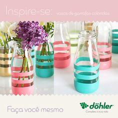 Que tal criar um lindo artesanato de baixo custo? Garrafas de vidro personalizadas são uma ideia simples de organizar arranjos de flores e ornamentar o ambiente de uma maneira delicada e sem muitas dificuldades. Faça você mesmo!