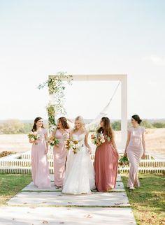 Autumn bouquet ideas Dusty Rose Wedding, All White Wedding, Mod Wedding, On Your Wedding Day, Dream Wedding, Wedding Linens, Wedding Rentals, Dripping Springs