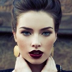 Donkerrode lippen zijn hot dit najaar! #darklips #redlips http://bit.ly/1CFCueS
