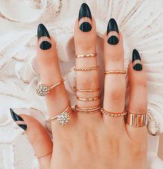 Black stiletto nails, black almond nails, almond nail art, almond gel na Black Stiletto Nails, Dark Nails, Matte Nails, Glitter Nails, Fun Nails, Acrylic Nails, Oval Nails, Shellac Nails, Coffin Nails