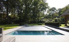 buitenzwembad, onderloop zwembad als eyecatcher in prachtige tuin ‹ De Mooiste Zwembaden