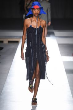 b1e02ef59e1 Sportmax Spring 2019 Ready-to-Wear Fashion Show Collection  See the  complete Sportmax Spring 2019 Ready-to-Wear collection.