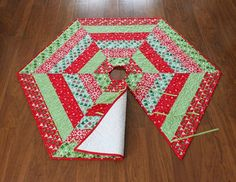 Holly Jolly Christmas Tree Skirt Pattern pdf by aBrightCorner