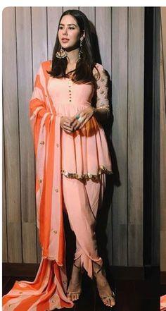 Punjabi Dress, Punjabi Suits, Salwar Suits, Heavy Dresses, Nice Dresses, Salwar Suit Pattern, Indian Fashion, Women's Fashion, Kurta Neck Design