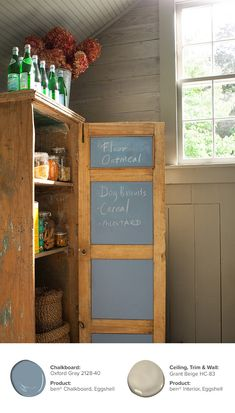 An easy addition using ben® Chalkboard paint can turn a simple cabinet into a practical pantry. With a place to jot down the items you need or recipe ideas, the possibilities are truly endless. Available in any color! Chalkboard: Oxford Gray 2128-40, ben® Chalkboard, Eggshell // Ceiling, Trim & Wall: Grant Beige HC-83, ben® Interior, Eggshell.