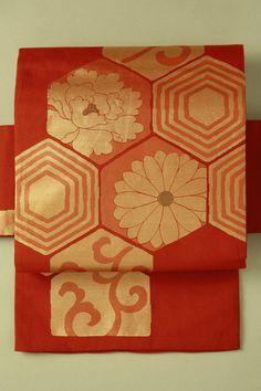 Vermilion nagoya obi / 錆朱地 金の亀甲取り花唐草柄 お太鼓柄名古屋帯   #Kimono #Japan http://global.rakuten.com/en/store/aiyama/