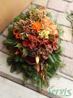 Art Floral Noel, Grave Decorations, Gravel Garden, Christmas Centerpieces, Diy Wreath, Floral Arrangements, Advent, Diy And Crafts, Christmas Wreaths