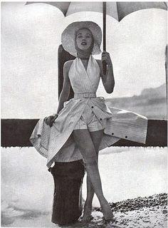 Glam Beach Skorts - Fabulous Photos of '50s Beachwear - öppen klänning med korta shorts, inspo