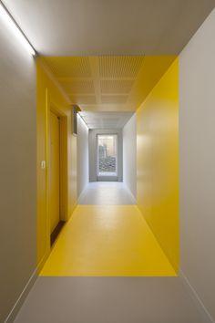 Color accents in the corridor - Housing in Paris  / Hamonic + Masson & Associés + Comte Vollenweider. Photograph by Milène Servelle