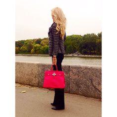 """Instagram media by nataliyapis -  Депрессия бывает двух  Видов: """"Весенняя"""" - Меня никто не любит. И """"Осенняя"""" - Да, пошли Вы все...  ................................................ Осень - время приятной меланхолии... Давайте, в эту осень согревать друг друга своими словами и чувствами! Пусть осень будет наполнена любовью, ❤️ Запахом кофе ☕️ и Поцелуями!"""