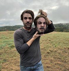 Matt Magnum (DJ) holding his prosthetic head Walking Dead Season 9, Walking Dead Tv Series, Walking Dead Zombies, Walking Dead Memes, The Walking Dead Tv, Dead Still, Best Series, Daryl Dixon, Behind The Scenes