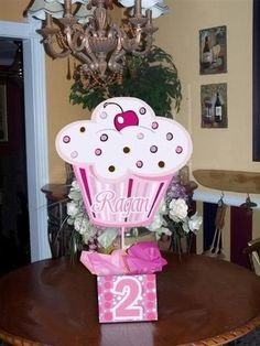 centerpieces for a cupcake party -