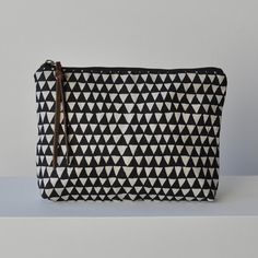 LARGE  POUCH - TRIANGLE