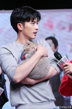 Xu Kai Cheng and a cat Drama Tv Shows, Drama Film, Drama Movies, Pretty Men, Gorgeous Men, Asian Actors, Korean Actors, Kdrama, Asian Love