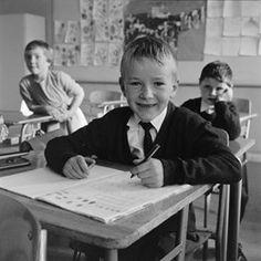 Florø Folkeskole, første klasse i 1966. De fleste i klassen født 1959.   Stein Østvik. Kari Nyttingnes og Odd Bjarte Merkesvik i bakgrunnen. Homeschool, Couple Photos, Couples, Pictures, Couple Shots, Couple Photography, Couple, Homeschooling, Couple Pictures