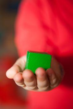 Wooden toys, wooden blocks. Il peso, il colore, la forma, le venature del legno, la durezza, il rumore: sono molteplici gli stimoli che un semplice cubo in legno può offrire a un bambino, molteplici le cose che un bambino può imparare, toccando, manipolando, vedendo, sentendo. Scoprite le nostre costruzioni in legno per bambini su http://www.giochiecologici.it/c/12/costruzioni-in-legno #woodentoys #woodenblocks #costruzioniinlegno