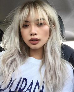 9 hair transformations that will make you want to have bangs - Trend Platinum Hair Makeup 2019 Blonde Asian Hair, Blonde Hair With Bangs, Blonde Hair Fringe, Asian Hair Bangs, Platinum Blonde Bangs, Asian Hair Fringe, Hair Color For Asian Skin, Asians With Blonde Hair, Asian Hair With Blonde Highlights