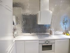 Fantastic Silver Mosaic Tile Design For White Contemporary Kitchen Interior Amazing Kitchen Interior Decoration with Mosaic Tile Inspirations Kitchen design Contemporary Kitchen Interior, Modern Kitchen Tiles, Modern Interior Design, Kitchen Backsplash, Kitchen White, Sparkly Tiles, Mosaic Tile Designs, Mosaic Tiles, Mirror Mosaic