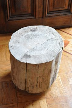 Stump side table - this would be cool out on the deck    Stump15 by MrsLimestone, via Flickr