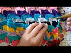 How to Loom Knit a Temperature Blanket Beginning to End With Border Crochet Blanket Patterns, Crochet Shawl, Crochet Yarn, Loom Knitting, Knitting Stitches, Bernat Pop Yarn, Crochet Carpet, Mosaic Patterns, Crochet For Beginners