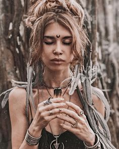 Photo by . Style by . Gypsy Style, Hippie Style, Hippie Boho, Bohemian, Coachella Makeup, Coachella Looks, Dreadlocks Girl, Tribal Makeup, Estilo Hippie Chic