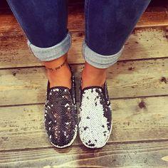 Sneakers in paillettes che cambiano colore. Bianche o nere
