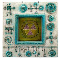 Sign. Bryk. Värilasitteinen. 32x32 cm. Gaudi, Earthenware, Stig Lindberg, Art Gallery, Auction, Porcelain, Pottery, Clay, Sculpture