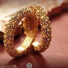 Bridal Jewellery Indian Buy Ideas For 2019 Indian Bridal Jewelry Sets, Bridal Bangles, Indian Jewelry, Bridal Jewellery, Gold Bangles Design, Gold Earrings Designs, Gold Jewellery Design, Designer Bangles, Gold Jewelry Simple