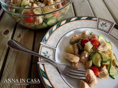 Altro piatto estivo di casa nostra è l'insalata di pollo e quando la preparo ne faccio almeno una quantità sufficiente per due pasti....
