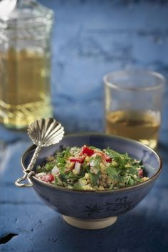 Il bulgur è un piatto tipico della cucina mediorientale arricchito con pomodori, cipolla, prezzemolo e menta: ecco come si prepara.