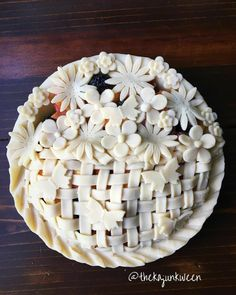 Butterfly garden pie with woven crust embellished with applied flowers and butte… - decfood Beautiful Pie Crusts, Pastry And Bakery, Pastry Art, Pie Crust Designs, Pie Decoration, Pie Tops, Quiche, Homemade Pie, Pie Dessert