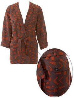 burda style, Schnittmuster - Nr. 106 A aus 5/2015- Die aufgesetzten Klappentaschen der Jacke werden mit Knöpfen geschlossen
