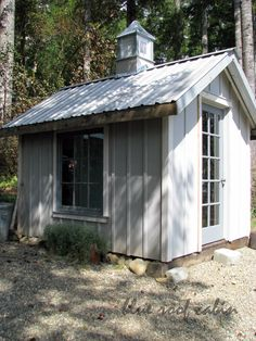 cute little potting shed, could also be a cute little chicken coop!