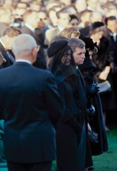 Jacqueline Kennedy and Robert Kennedy at John F. Kennedy's funeral, Arlington National Cemetery on November 1963 Jackie Kennedy, Les Kennedy, Robert Kennedy, Carolyn Bessette Kennedy, Jaqueline Kennedy, Southampton, Jfk Funeral, Familia Kennedy, Le Clan