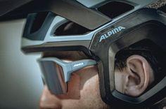 Alpina hat in den letzten Jahren stark am eigenen Produktportfolio gearbeitet und präsentiert nun ihre Neuheiten. Ab 2021 wird dabei die verstärkte Enduro-Ausrichtung noch deutlicher. So gibt es einen neuen Fullface Helm, einen Jethelm und einen Allrounder.Dazu kommen zwei neue Sportbrillen. Alle weiteren Informationen gibt es hier. Mtb, Portfolio, Sport, Oakley Sunglasses, Skiing, Bike, Helmets, Inspiration, Fashion