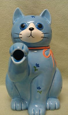 Vintage Made in Japan Otagiri Blue Cat Teapot.  Condition is great with NO chips, faded paint or cracks.