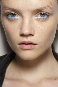 Lápis azul, linha d'agua, Holly Fulton