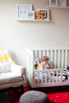 Bright and cheery toddler bedroom design!
