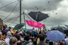 Νοέμβρης 2013. Φιλιππίνες στον τυφώνα Χαϊγιάν. Άνρθωποι προσπαθούν να μαζέψουν σοκολάτες που πετάει ο στρατός των Φιλιππίνων.