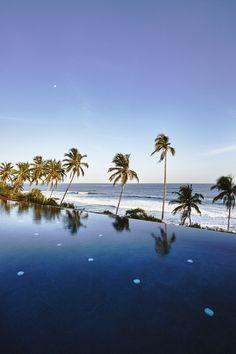 Ani Villa Dikwella, impressionante e luxuoso resort localizado na costa sul do Sri Lanka, foi projetado pelo escritório de design, arquitetura e interiores AW². O hotel foi organizado com uma série de pavilhões, criando extraordinários espaços que integram brilhantemente interiores e exteriores. Todos os pavilhões oferecem vistas de tirar o fôlego. Os hóspedes do Ani Villas serão… Leia mais Ani Villa Dikwella – Serenidade no Sri Lanka