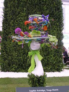 Show 2009 Chelsea flower show flower show 2009 Summer Centerpieces, Floral Centerpieces, Flower Hats, Flower Dresses, Modern Flower Arrangements, Garden Whimsy, Crazy Hats, Fancy Hats, Chelsea Flower Show