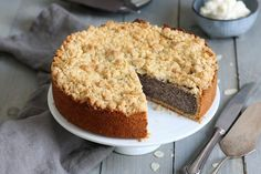 Classic German cake everybody loves: Poppy Seed Streusel Cake. Just the best! Mini Brownie Bites, German Cake, Streusel Cake, German Baking, Cake Tray, Poppy Seed Cake, Peach Cake, Fall Cakes, Cheesecake Cookies