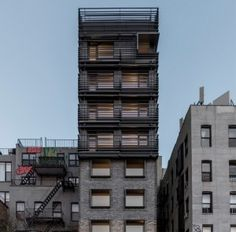 """New York apartment block by Grzywinski + Pons references neighbourhood's """"gritty"""" past"""
