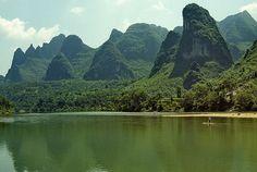 Karst landscape along the Lijiang River, near Guilin, Guanxi, China (9), via Flickr.