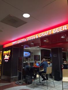 2.) Steve's Snappin' Dogs (Concourse B)