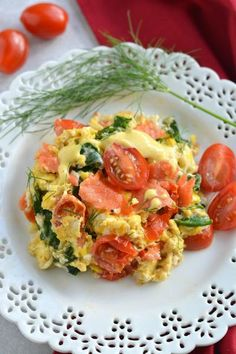 Scrambled Eggs & Smoked Salmon This protein-packed breakfast is creamy, and packed with veggies. A healthy way to start your day!This protein-packed breakfast is creamy, and packed with veggies. A healthy way to start your day! Smoked Salmon Breakfast, Smoked Salmon And Eggs, Smoked Salmon Recipes, Salmon Eggs, Salmon Dishes, Baked Salmon, Fish Recipes, Veggie Recipes, Healthy Recipes