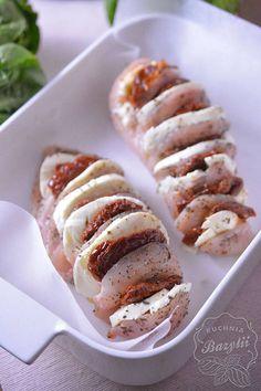 Pierś kurczaka faszerowana mozzarellą - kuchniabazylii.pl - blog kulinarny Yummy Mummy, Mozzarella, Baked Potato, Sausage, Potatoes, Baking, Ethnic Recipes, Foods, Food Food