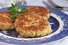 Smoked Haddock Fish Cakes Finnan Haddie and Potato Cakes: Smoked haddock fish cakes are a fabulous way to add more seafood to your diet. Best Peach Pie Recipe, Peach Pie Recipes, Donut Recipes, Fish Recipes, Haddock Fish Cakes, Salmon Fish Cakes, Love Eat, Love Food, Donuts