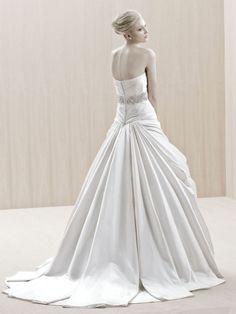 EKATI / Blue Collection / Enzoani / Available Colours : Magnolia, White (back)